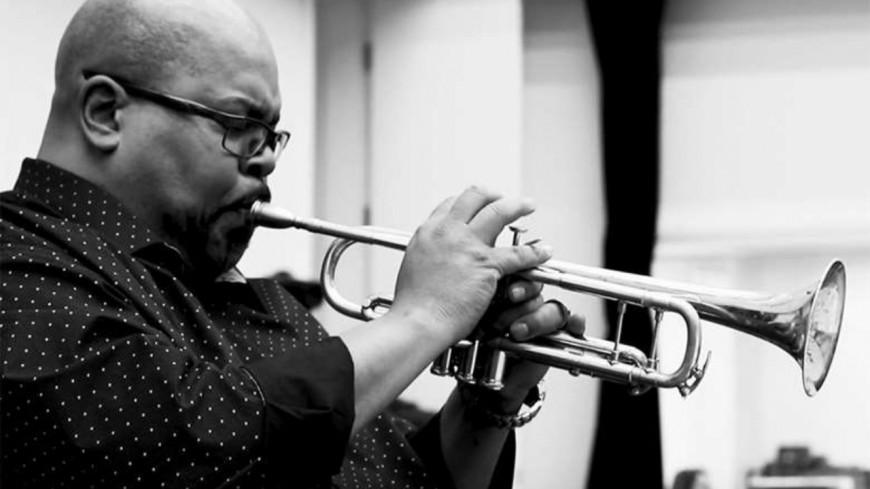 "Le trompettiste Derrick Gardener et the Big Dig Gang partagent ""Still I Rise"" (vidéo)"