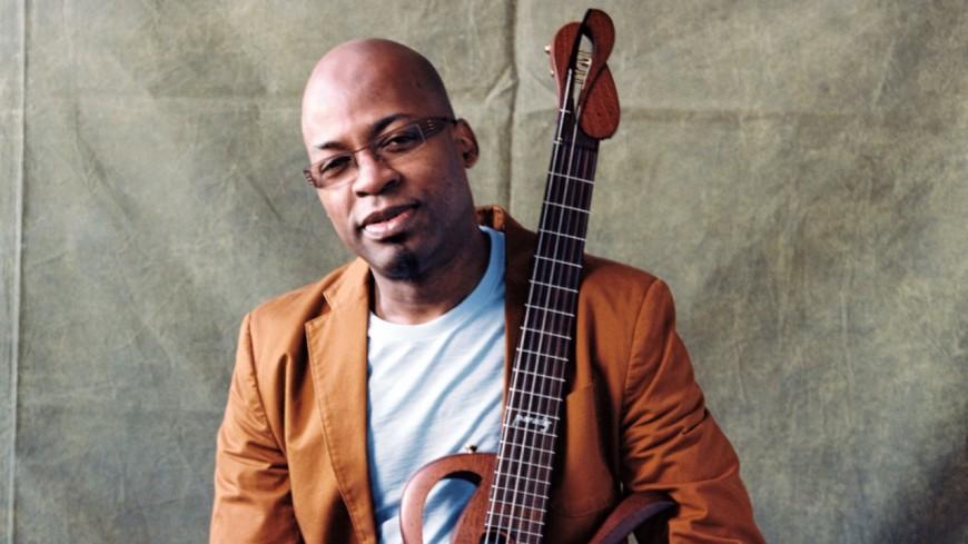Lionel Loueke rend hommage à Herbie Hancock dans son prochain album