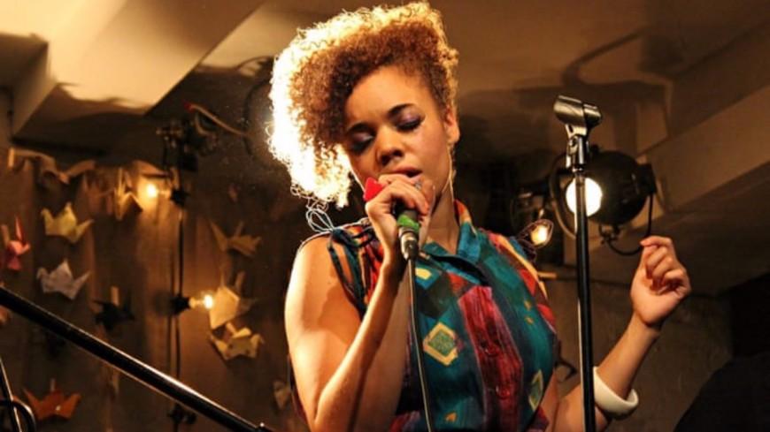 Zoom sur la chanteuse londonienne Andreya Triana
