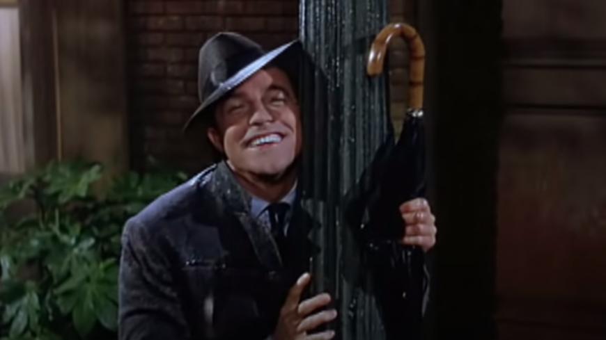 Retour en 1952 - Gene Kelly chante allègrement sous la pluie ! (vidéo)