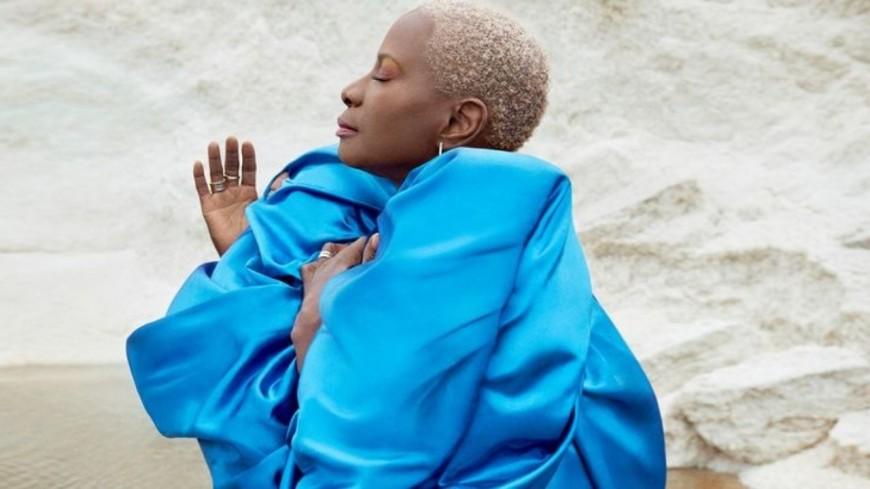 """Angélique Kidjo met la nature à l'honneur avec le titre """"Mother Nature"""" (vidéo)"""