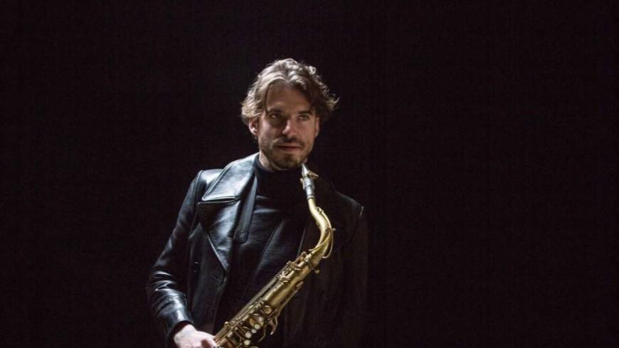 """Le prodige du saxophone, Samy Thiébault, dévoile le titre """"Baila"""" !"""