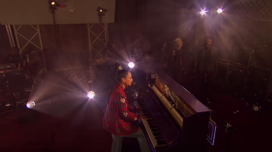 """Voici le top 5 des meilleures interprétations live de """"Fallin'"""" signées Alicia Keys ! (vidéos)"""