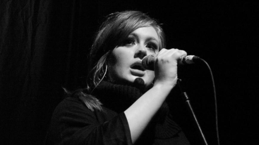 Adele meilleure vendeuse de disques de la décennie au Royaume-Uni