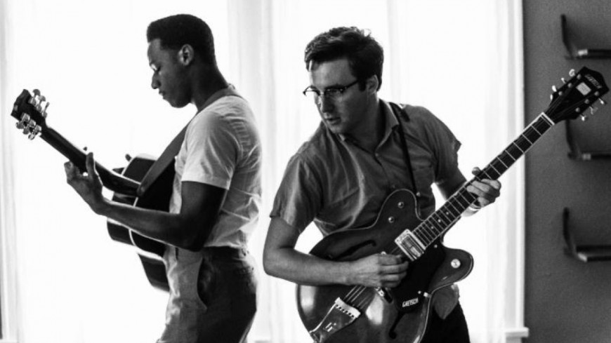 "Nick Waterhouse invite Leon Bridges sur le titre ""Katchi"" !"