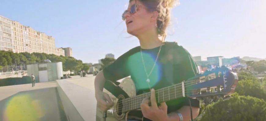 """Selah Sue partage une nouvelle version acoustique de """"Raggamuffin""""! (Vidéo)"""
