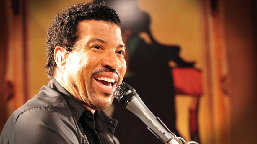 """Commencez la journée de bonne humeur avec Lionel Richie et """"You Are My Destiny"""""""