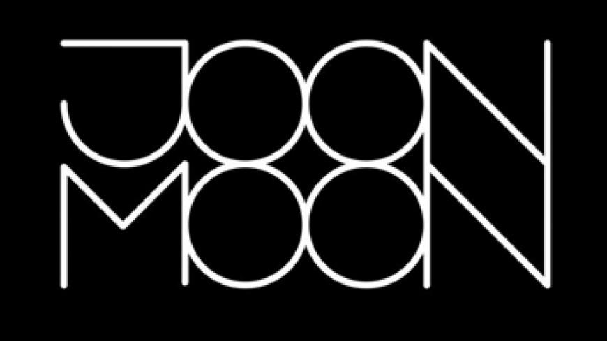 Joon Moon joue
