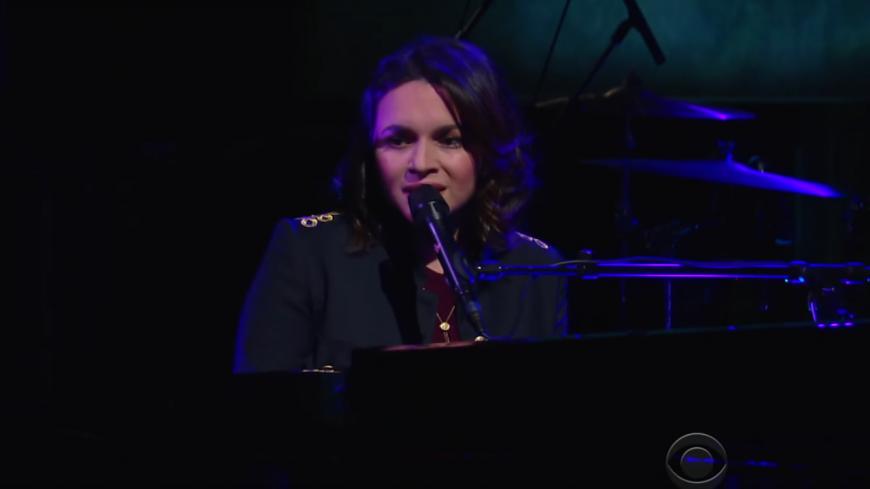 Norah Jones interprète « Peace » pour la première fois à la télévision !