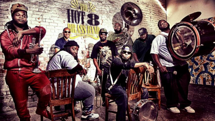 Sexual Healing version Hot 8 Brass Band  dans un clip à travers la Nouvelle-Orléans !